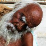 Przy opiece nad osobami starszymi potrzebna jest pomoc